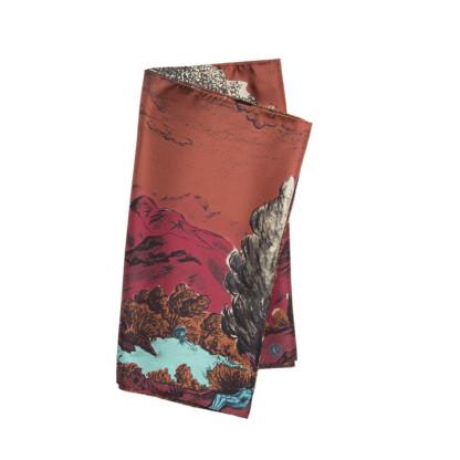 Echarpe en soie dormeurs rouge pliée