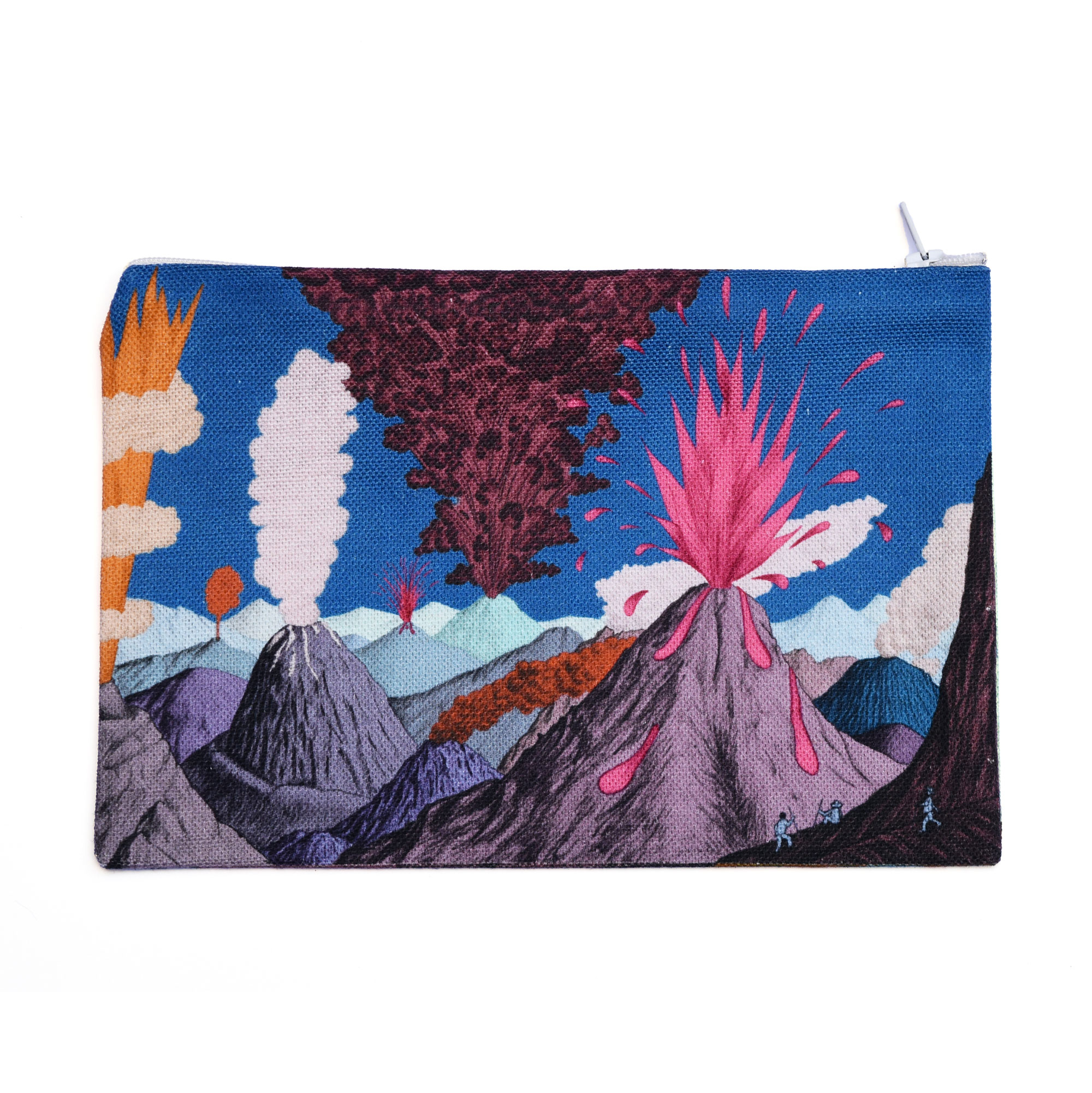 Pochette en tissu sur fond blanc, motif Volcans ciel bleu