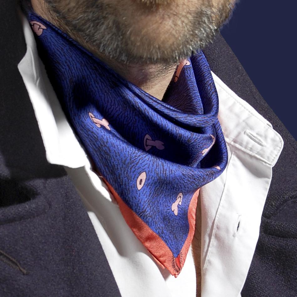 Petit foulard porté twill de soie carré Z _ _ I / Céline Dominiak