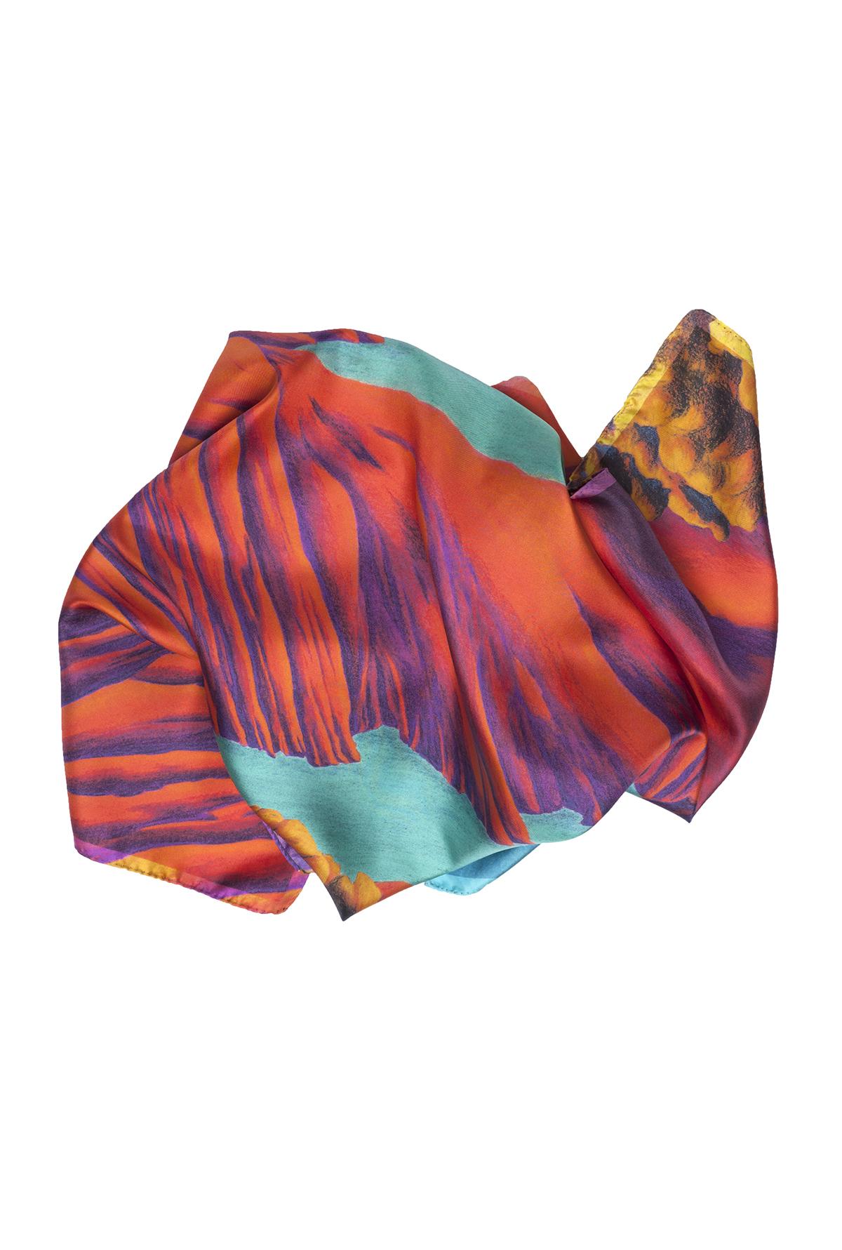 Détail foulard carré rouge en soie collection Rêves Martiens - Céline Dominiak