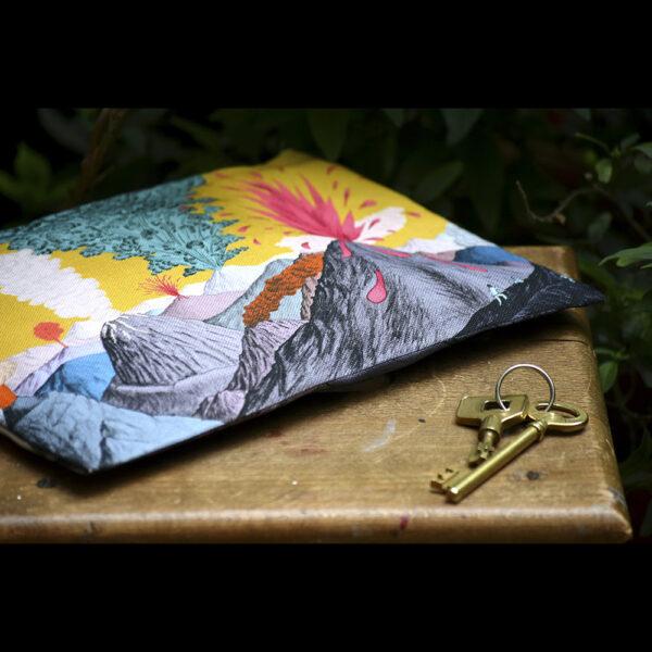 Pochette à zip en coton et lin motif dessiné ciel Jaune