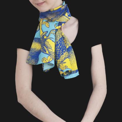 Foulard soie porté et noué Animalis M jaune bleu - Céline Dominiak