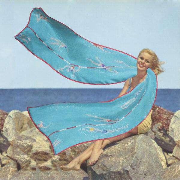 Photomontage d'une pin up années 50 avec un foulard bleu turquoise