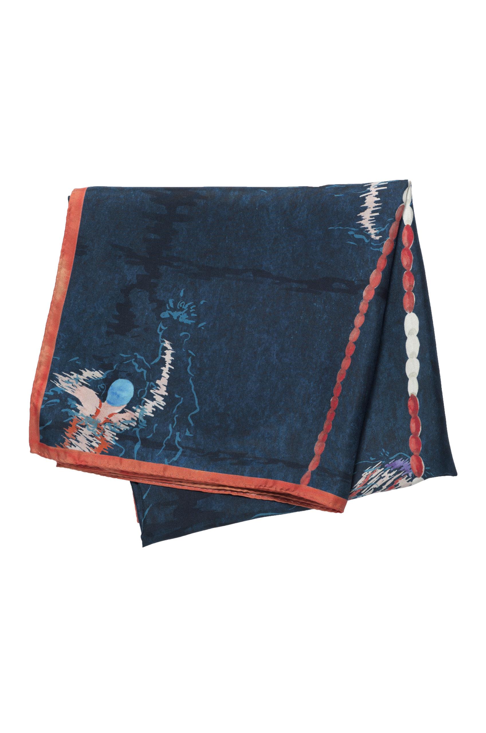 Foulard carré en soie plié motif nageuses et eau couleur ardoise