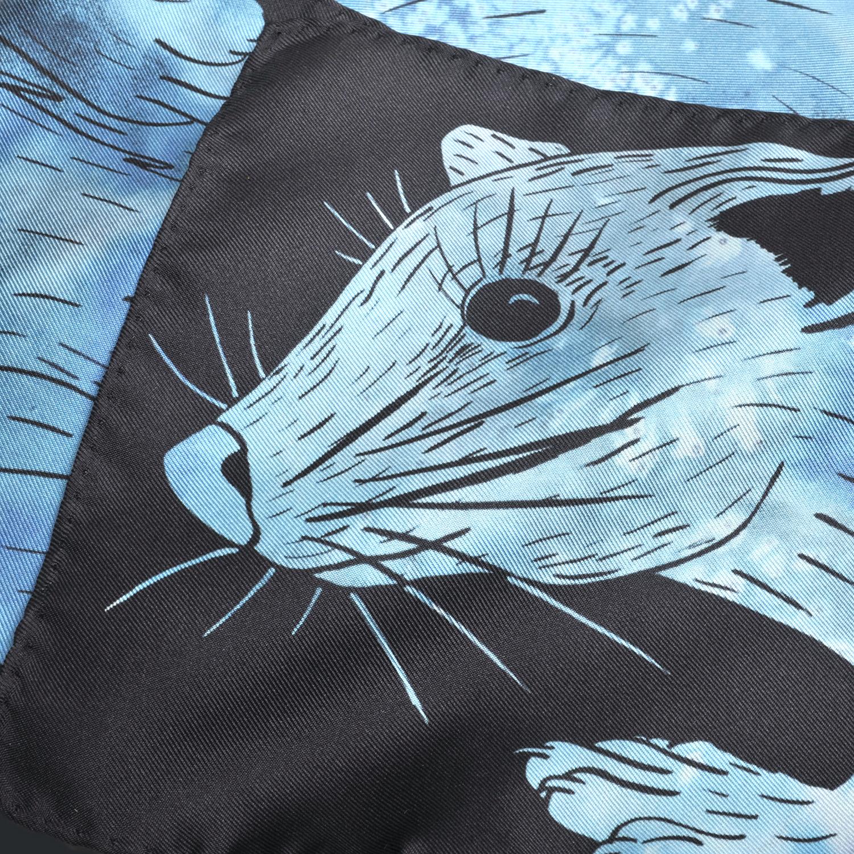 Détail foulard en soie Céline Dominiak dessin tête zibeline bleu turquoise noir