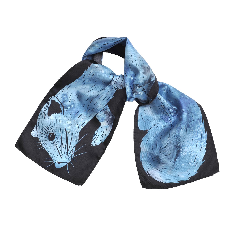 Foulard en soie de Céline Dominiak noué dessin tête et queue zibeline bleu turquoise noir