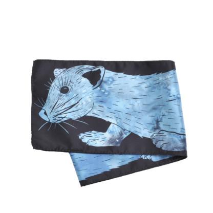 Foulard en soie de Céline Dominiak plié tête zibeline bleu turquoise noir