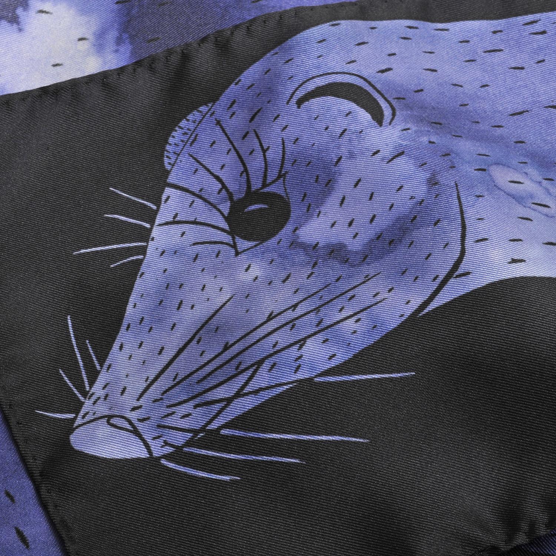 Détail foulard en soie Céline Dominiak un vison bleu noir