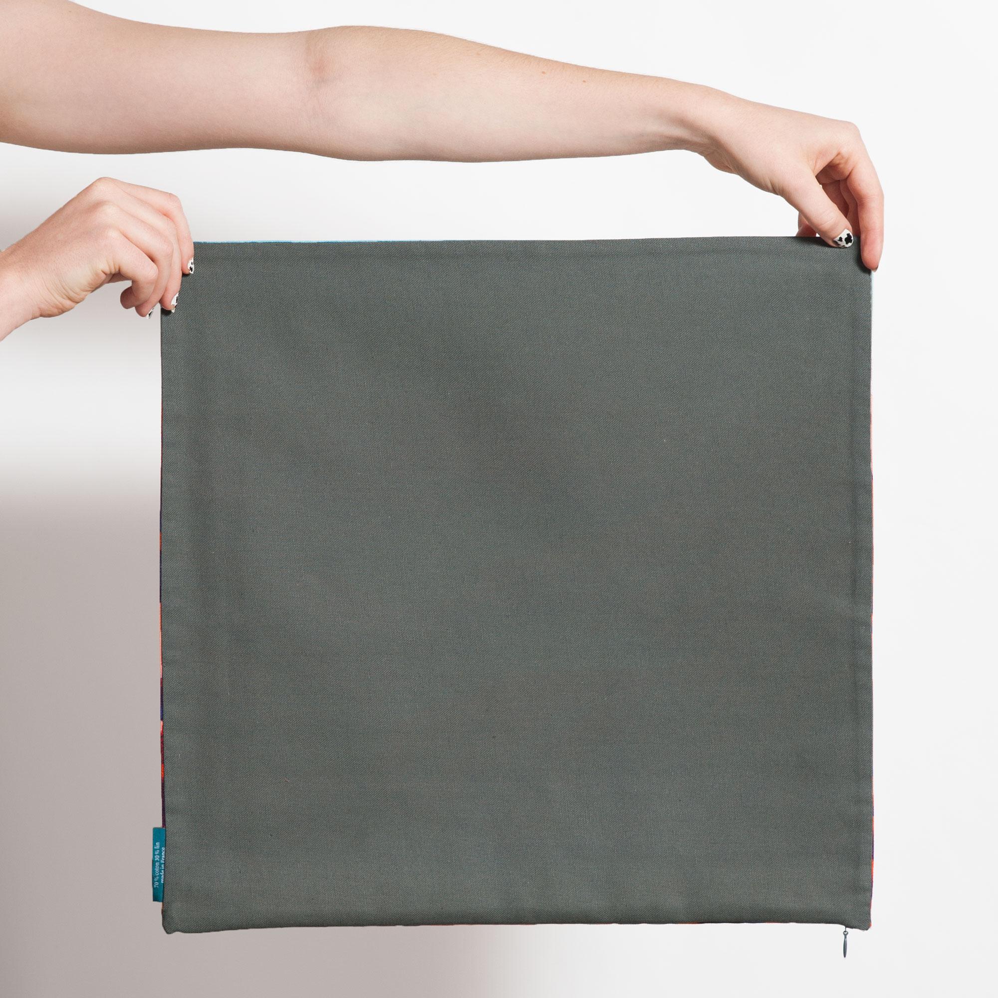 Dos housse de coussin carrée gris uni de Céline Dominiak