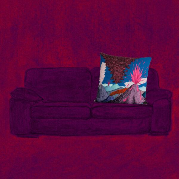 coussin volcan bleu sur canapé