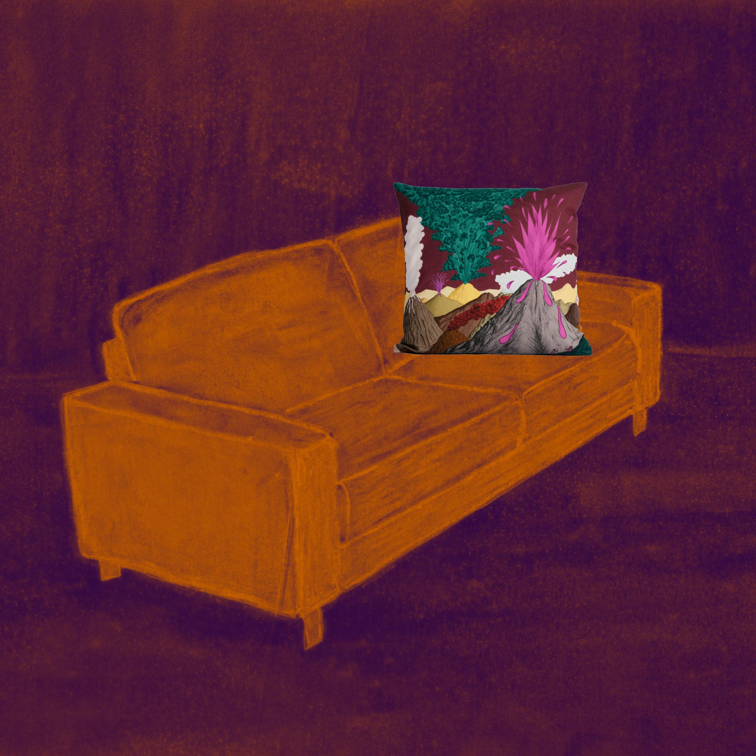 coussin volcan prune sur canapé