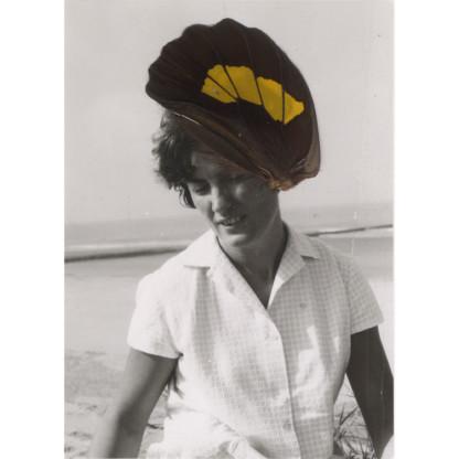 Collage de Céline Dominiak sur photographie argentique noir et blanc, femme avec chapeau aile de papillon